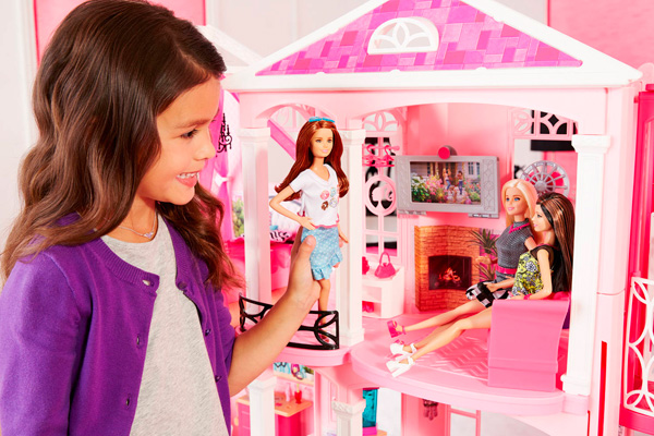 Дом мечты Барби гостиная
