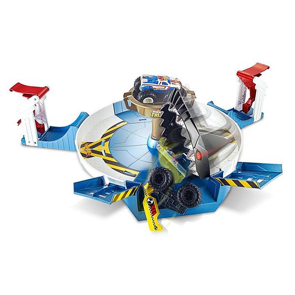 Mattel Hot Wheels FYK14 Хот Вилс Игровой набор Монстр трак Поединок с акулой игровой набор юного механика mattel hot wheels hw225