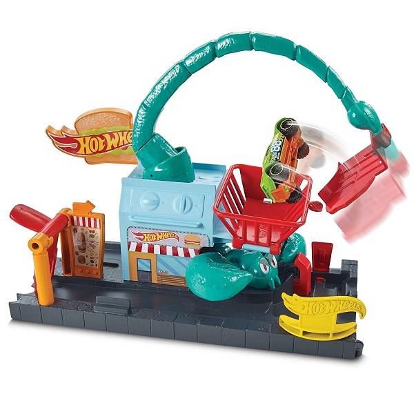 Mattel Hot Wheels FNP62 Хот Вилс Сити с монстрами-злодеями игровой набор hot wheels hw91602 машинка хот вилс на батарейках свет звук красная 13 см