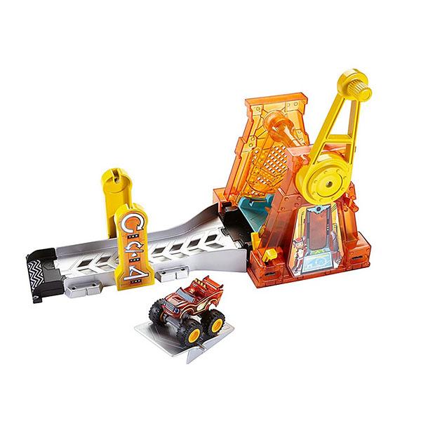 Mattel Blaze DTK34 Игровой набор Гиперпетля blaze игровой набор вспыш прыжок через пылающий вулкан