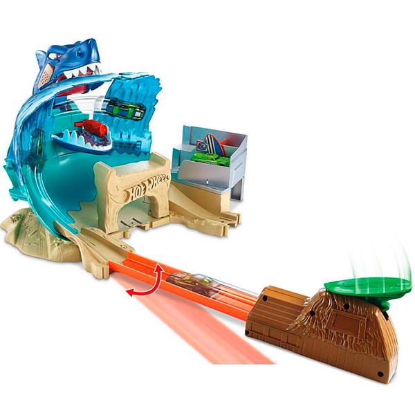 Mattel Hot Wheels FNB21 Хот Вилс Сити Игровой набор Схватка с акулой hot wheels hw91602 машинка хот вилс на батарейках свет звук красная 13 см