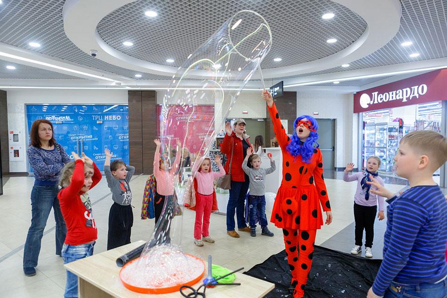 шоу мыльных пузырей на празднике TOY.RU