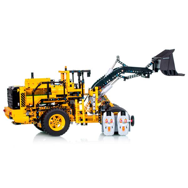 Игрушка Lego 42030 (вид сбоку) и пульт ДУ