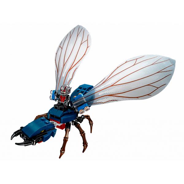 Скотт Лэнг верхом на роботе муравье