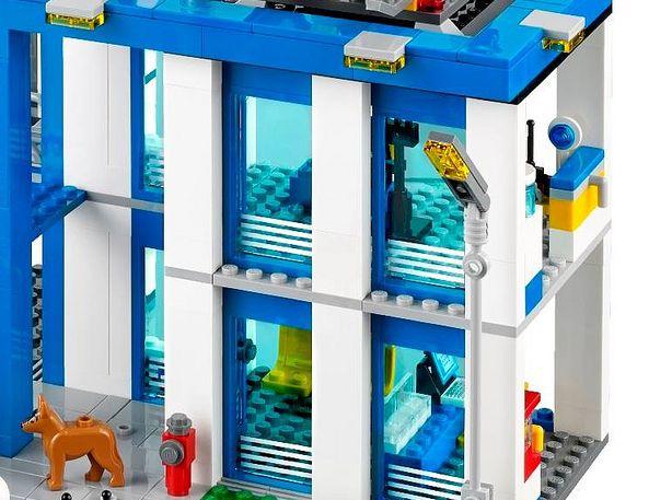 Правая часть полицейского участка Лего 60047