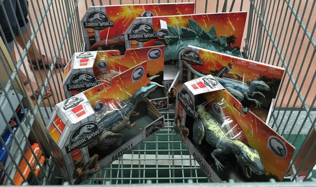 Jurassic-World-Fallen-Kingdom-Mattel-In-Stores.jpg