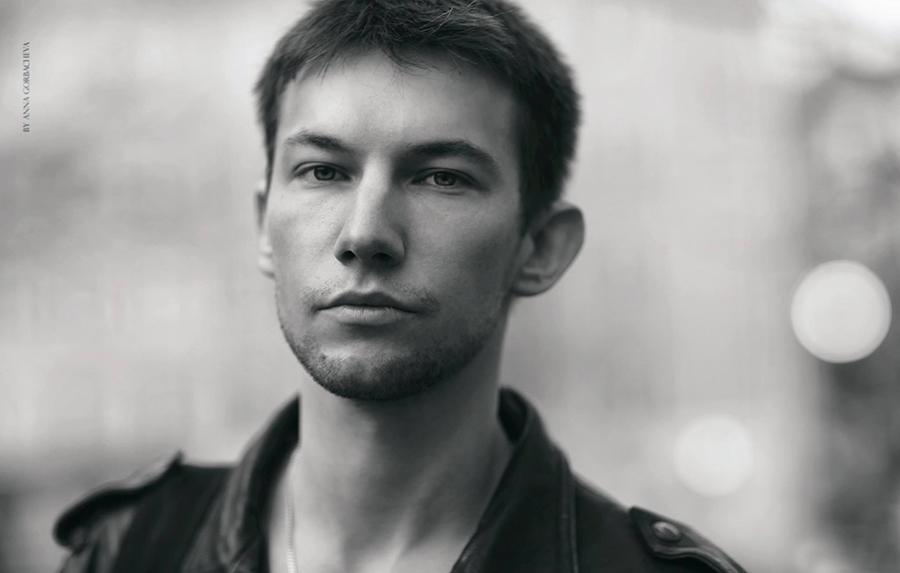 23 апреля на Новый Арбат, 13 придет актер театра и кино Кирилл Емельянов